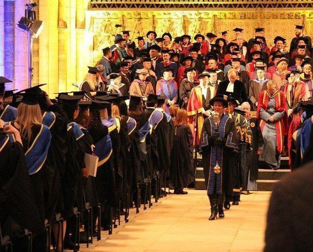 هل تكون الجامعات جزءًا من الماضي؟!