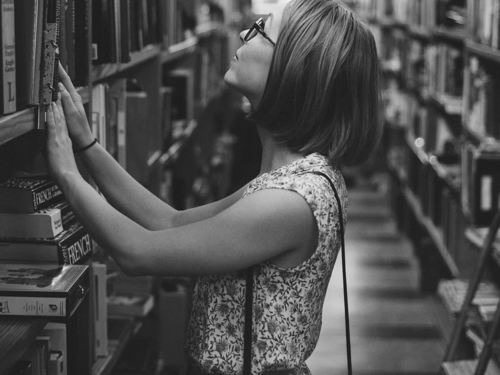 """""""أعمل في مكتبة حيث أتنفس الكتب"""""""