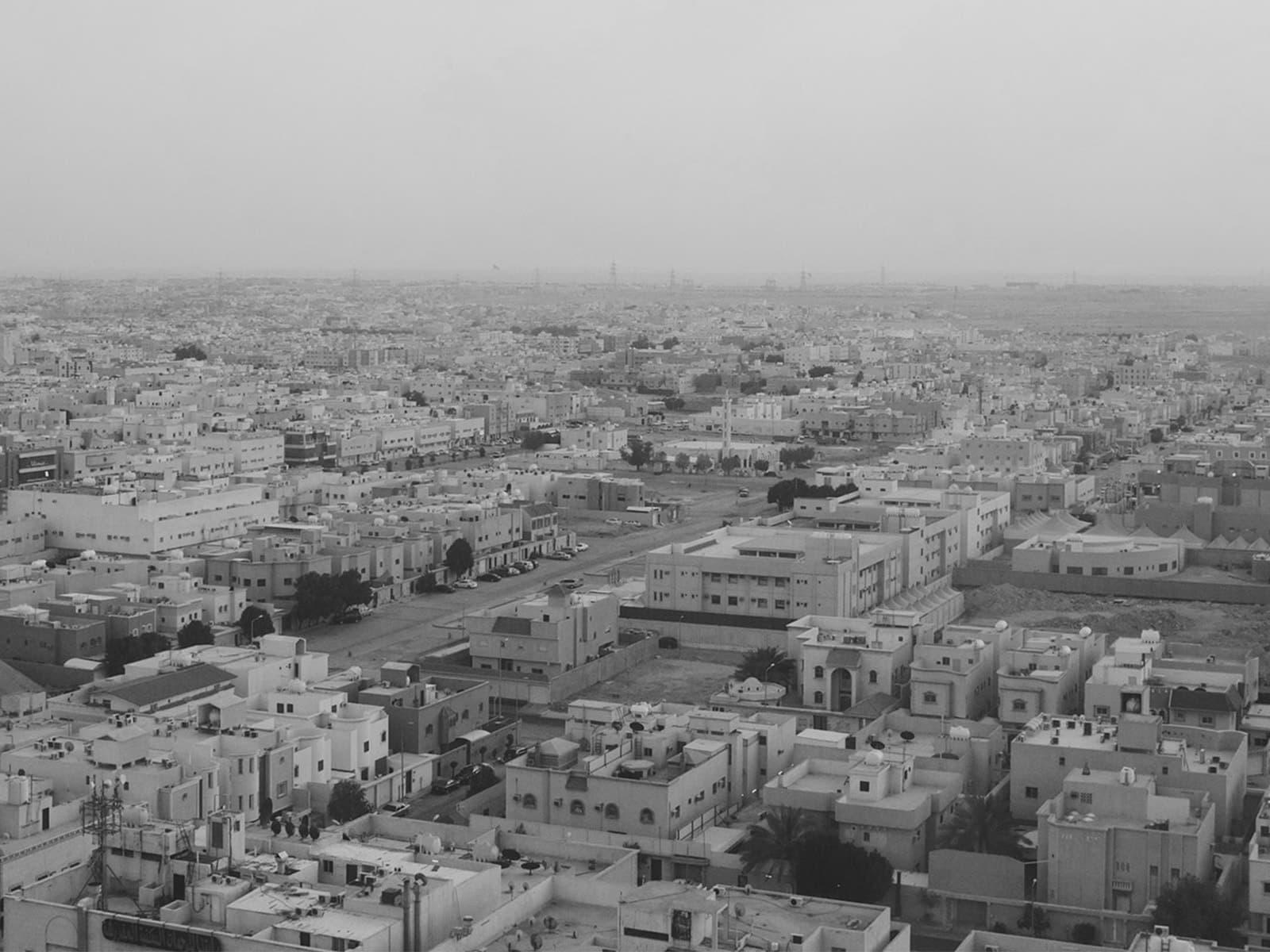 """""""خمسة مليون نسمة وسط الصحراء بدون ماء ولا كهرباء"""""""