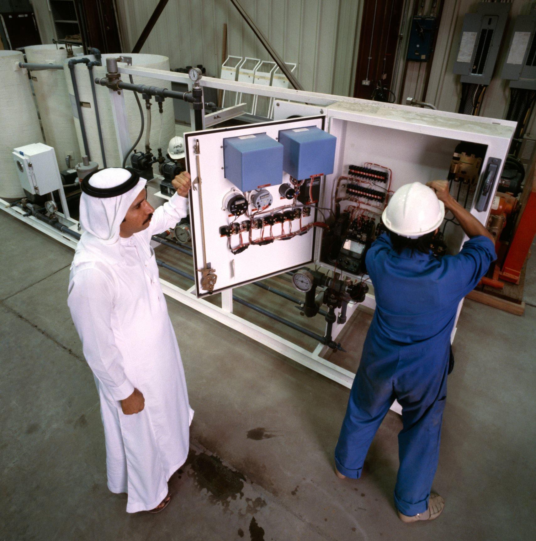 السعوديون.. قبل الكهرباء وبعدها.