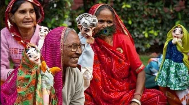 """محنة المعزولين / بـعرائس الماريونت""""، ورش لدمج الأرامل في الحياة الاجتماعية بالهند"""