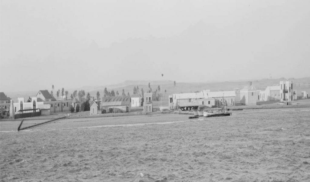 محنة المعزولين /   صورة نادرة لمنطقة الحجر الصحي للحجاج بمدينة طور سيناء الذي أسسه سعيد باشا عام 1858، تاريخ التقاط الصورة نحو عام 1914. (مصدر الصورة صفحة تاريخ سيناء)