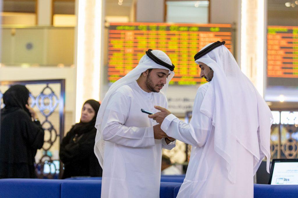 تداعيات كورونا وتدهور أسواق النفط على دول الخليج العربية