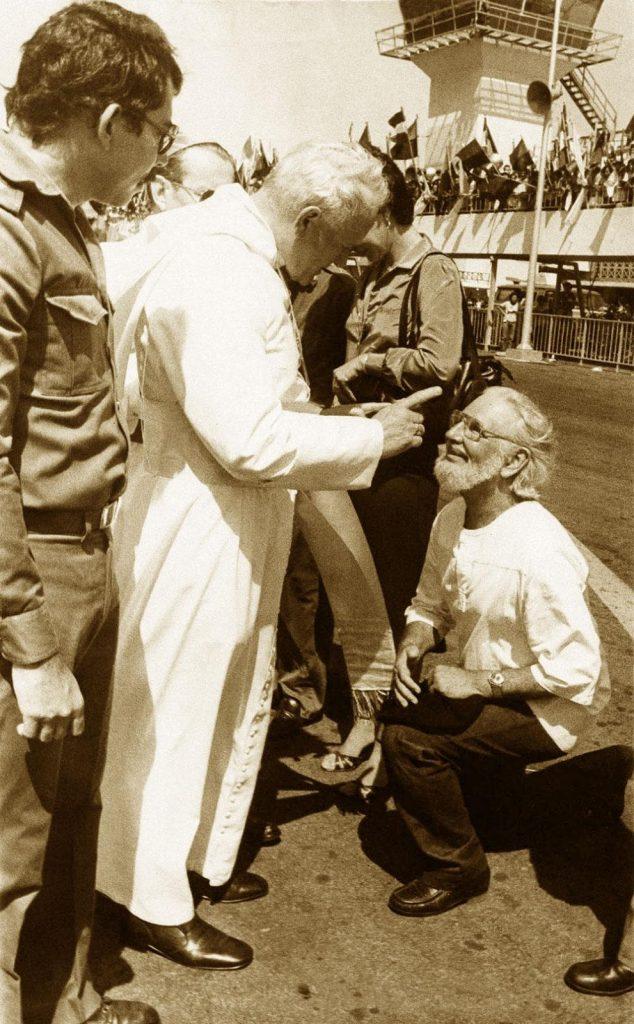 لاهوت التحرير - كاردينال في استقبال البابا يوحنا بولس الثاني، والأخير يوبخه