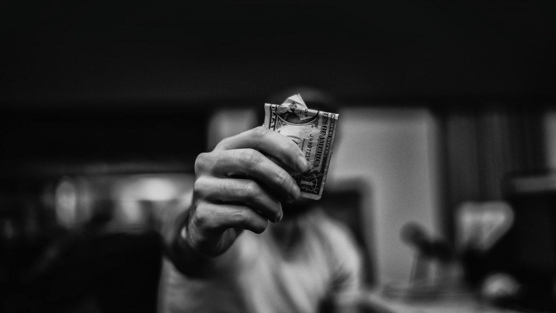 التعقيد الاقتصادي ودخل الفرد