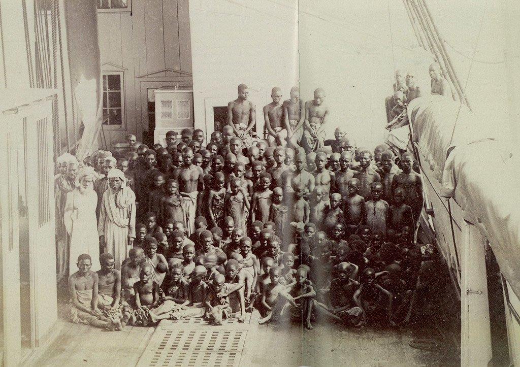 العنصرية وتاريخ تجارة الرق في شبه الجزيرة العربية