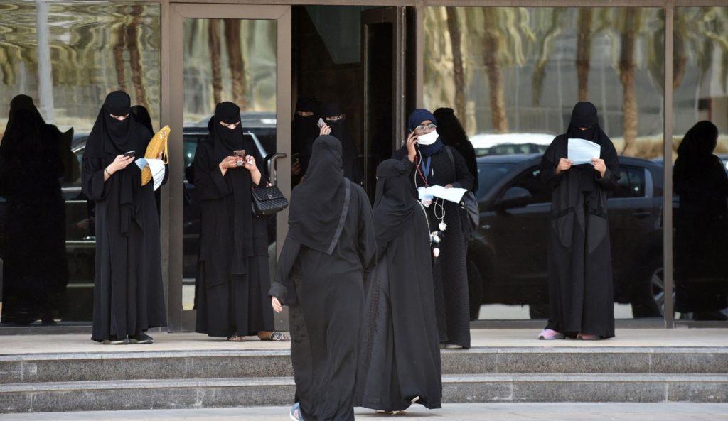 المرأة الخليجية في القضاء: بين الإرث الثقافي والجدل المعاصر