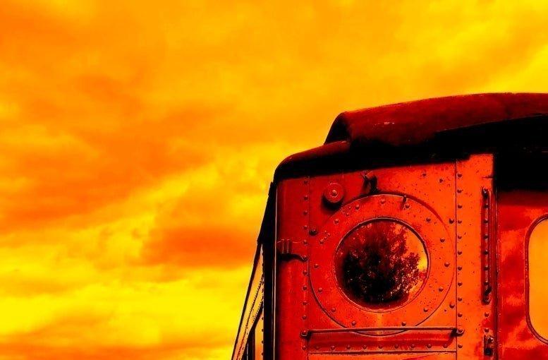 كيف نفهم التاريخ من خلال النبوءات والدراسات المستقبلية؟